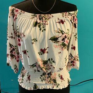 🎊2/$20 RUE21 floral top